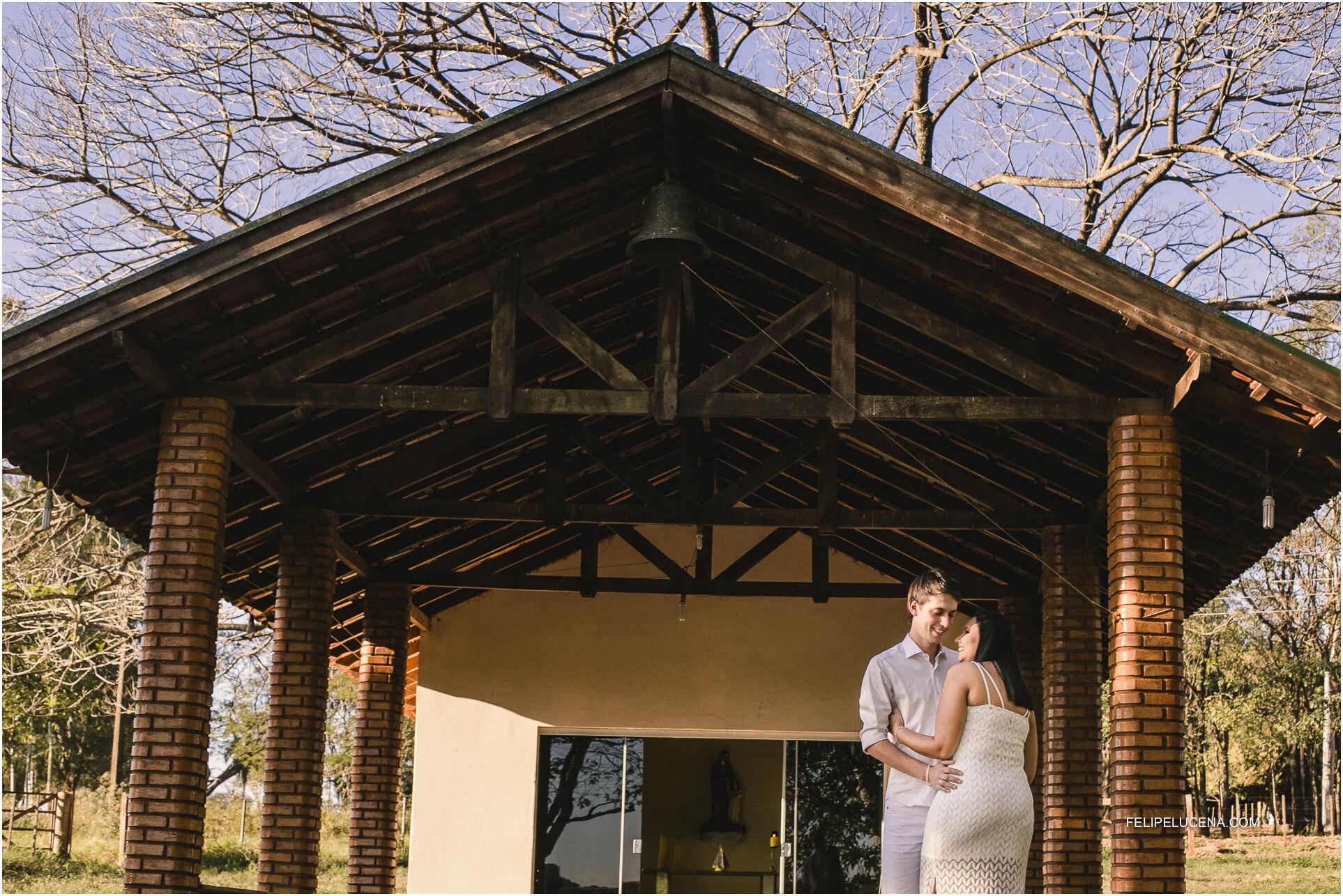 noivo frente capela