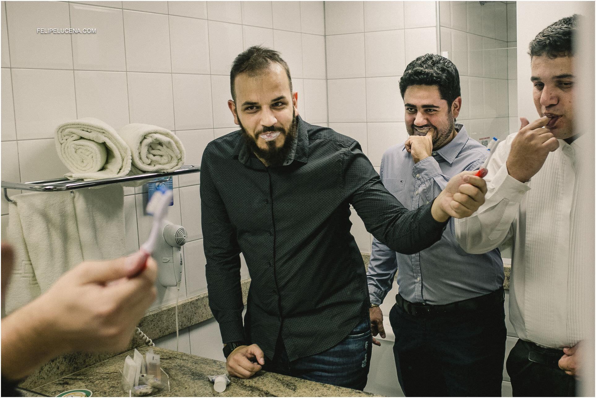 noivo escovando dentes