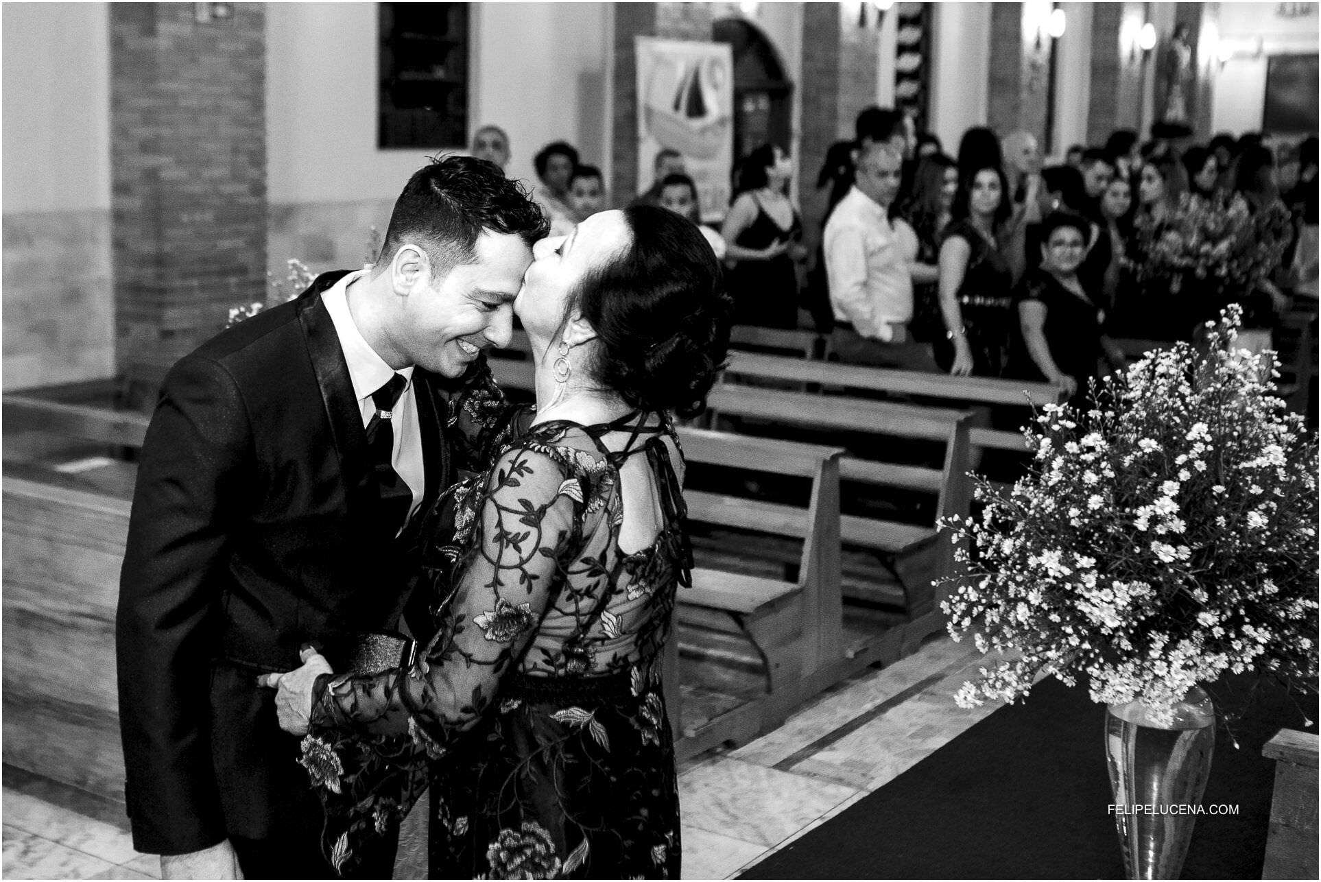 beijo mae no noivo